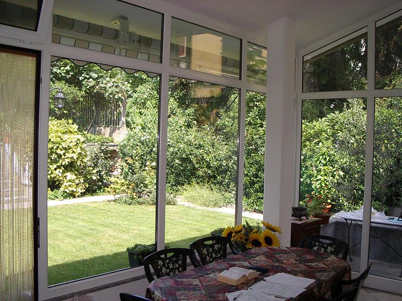 La veranda una struttura vetrata che chiude il balcone il - Giardino d inverno normativa ...